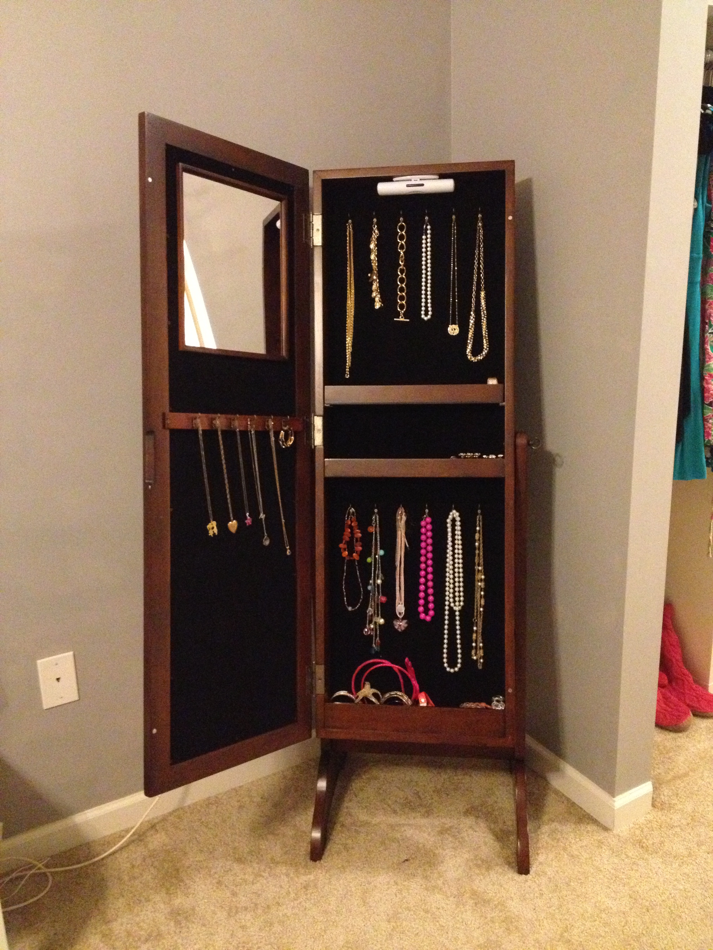 get the most out of your jewelry mama in heels. Black Bedroom Furniture Sets. Home Design Ideas